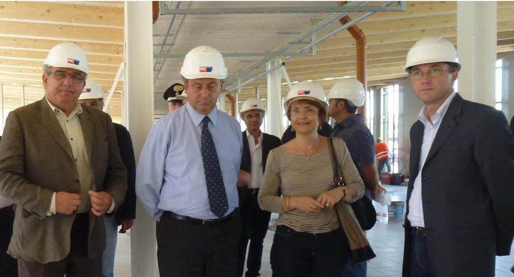 Il ministro Profumo in visita al cantiere della scuola di Finale Emilia