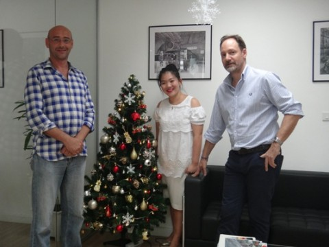 Da sinistra: Simon Palmer, claim manager area Far East; Sireethorn Thavornpiyakul, segretaria dell'ufficio Cmc di Bangkok; Luca Barbàra, India e Far East area manager.